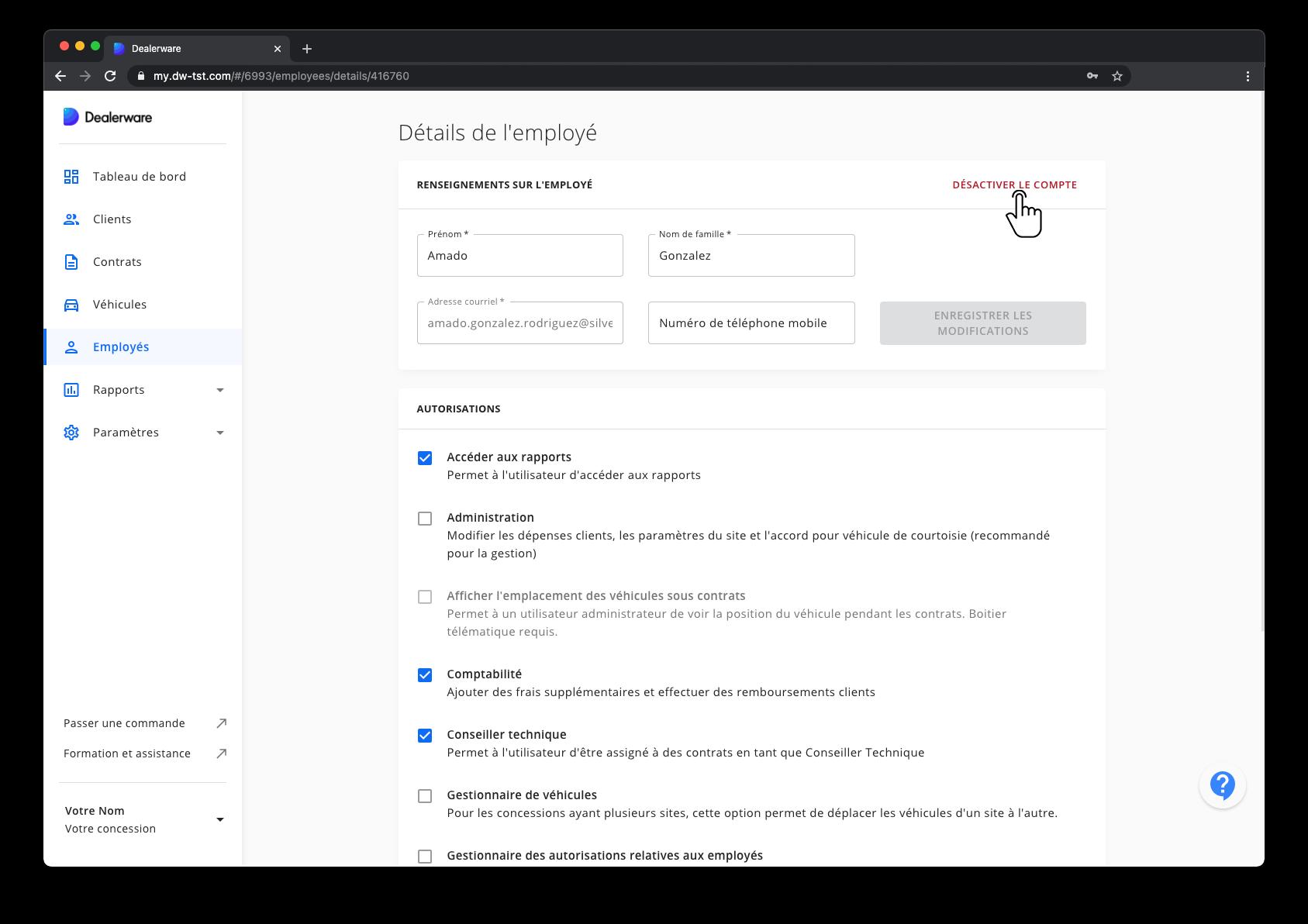 Image1: Écran Informations de l'employé et menu principal de Dealerware, icône de doigt positionnée sur le bouton Désactiver le compte